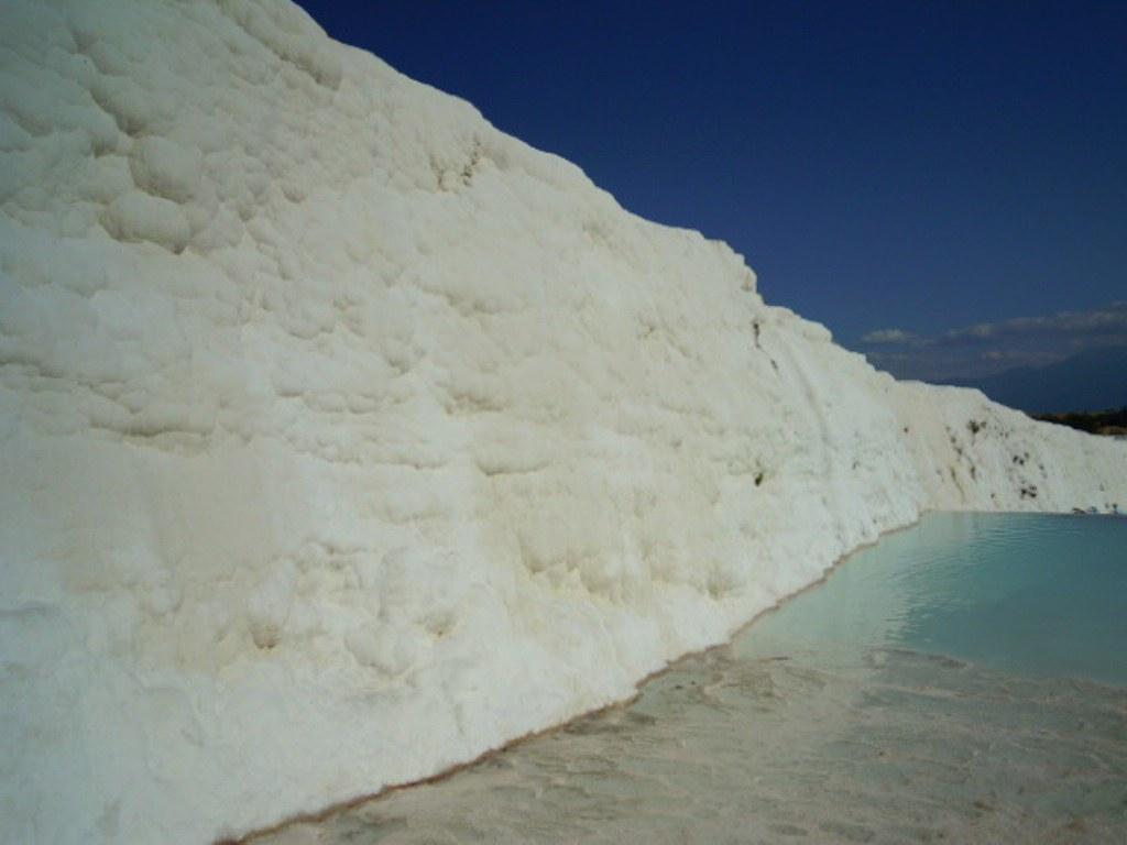 白色的石灰牆