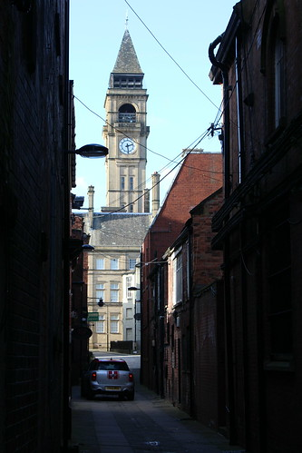 View along George & Crown Yard, towards Wakefield Town Hall