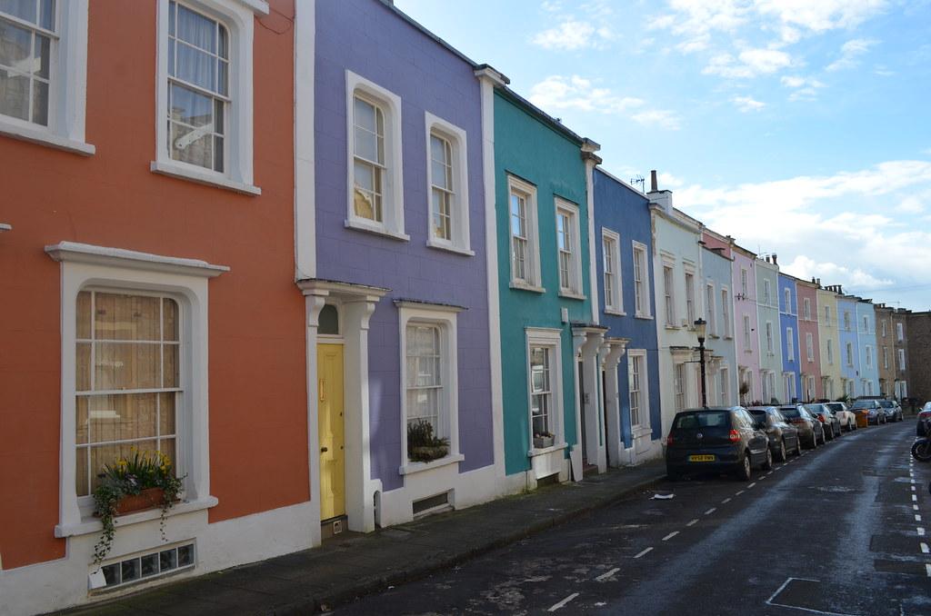 Ribambelles de petites maisons colorées dans le quartier de Clifton à Bristol.