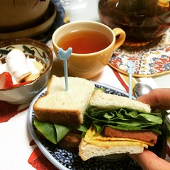 rainy teriyaki spam sandwich morning❤︎  #teriyakispam #spamsandwich #japan #osaka #ureshino #tea #嬉野紅茶 #大阪 #breakfast