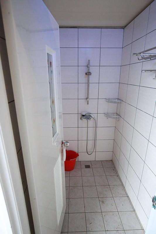浴室可容納一家人一起進去洗