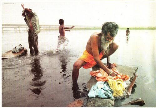 पानी अनमोल है, इसके महत्व को जाने और इसे प्रदूषित न करें