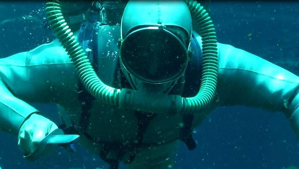 underwater fight | Frogwoman