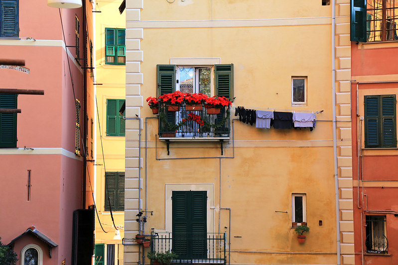 camogli-italian-balcony-decoration