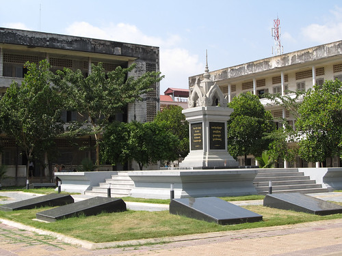 "Phnom Penh: ""Never will we forget the crimes committed during the Democratic Kampuchea regime"""