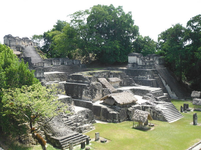 Acrópolis nord de Tikal.