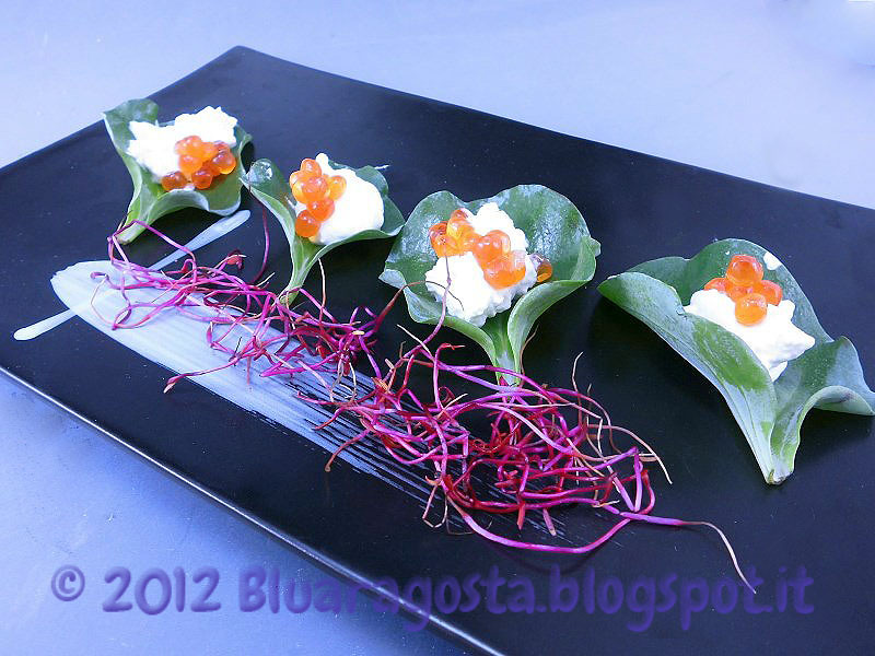 foglie d'ostriche con crema acida e uova di salmone
