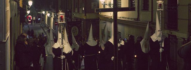 Procesión de la Cofradía del Silencio en Semana Santa; Barrio de las Letras, Madrid (2016)