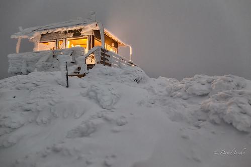 winter snow night firelookout easternoregon winterrental hagermtnlookout