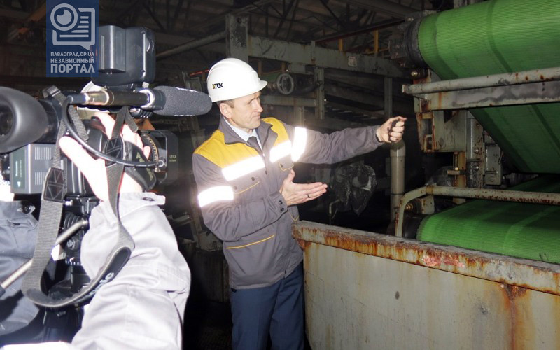 Директор ДТЭК ЦОФ Павлоградская демонстрирует новые ленточные фильтр-пресса для переработки шлама