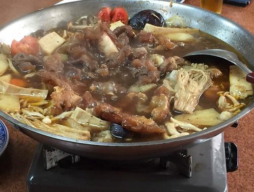 高雄小王牛肉麵的確是行!好好味的牛肉鍋吃完一鍋暖上一週讓我每個月都要來捧場才甘心.. (3)