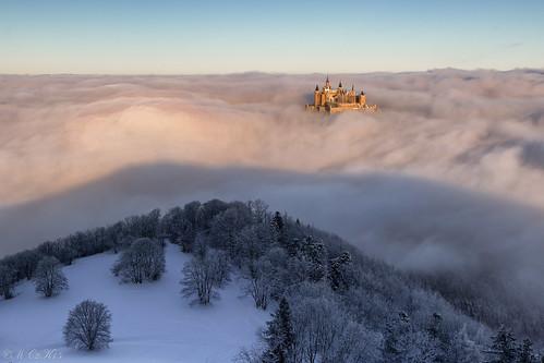 schnee winter mist snow castle clouds sunrise canon germany deutschland nebel wolken sonnenaufgang burg seaofclouds schwäbischealb hechingen hohenzollern 24105l wolkenmeer bisingen zellerhorn 7dmkii 7dii zellerhornwiese albstatdt 855münn