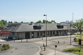 Albany Amtrak Station bus stop - Cascades POINT