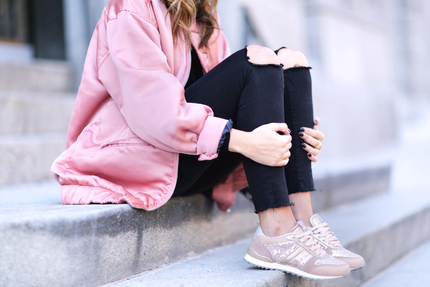 trendy-taste-look-street-style-otono-invierno-2016-bomber-rosa11
