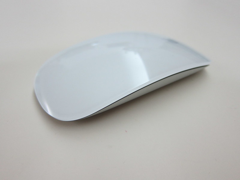 how to open apple mouse to change batteries
