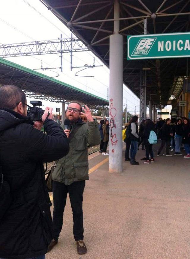 Noicattaro. Striscia La Notizia in stazione intero