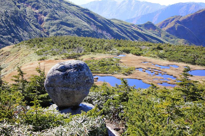 平ヶ岳のたまご岩