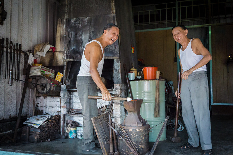Blacksmith Sri Gading - light moment
