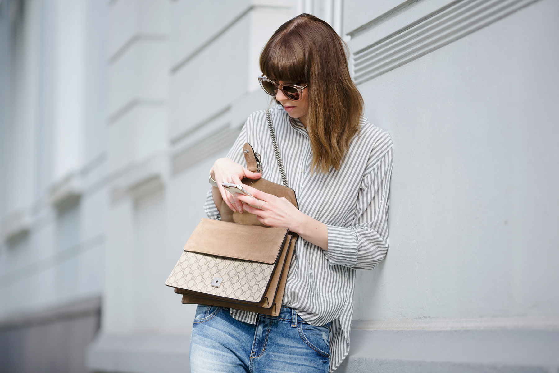 francaise striped shirt parisienne style bangs brunette jeans chanel lookalike heine pumps chic luxury gucci dionysus bag sun spring outfit ootd look le specs fashionblogger ricarda schernus cats & dogs blog 4