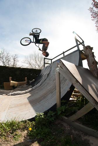 Backflip to fakie Alex au Monfort Yard