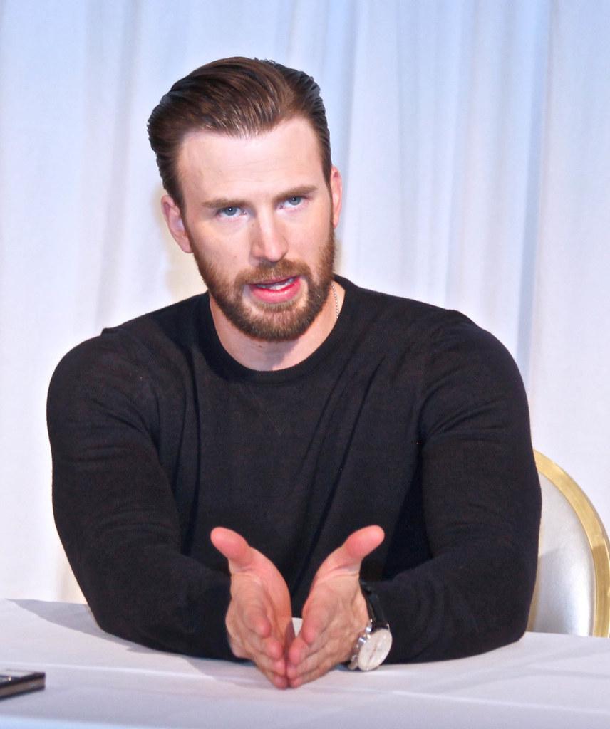 Крис Эванс — Пресс-конференция «Первый мститель» 2016 – 9