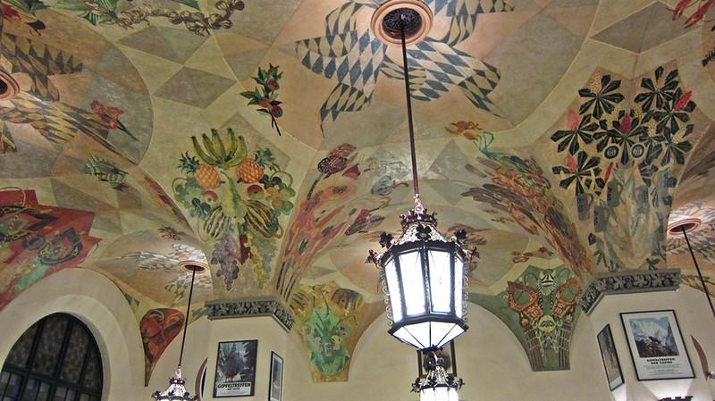 Goldengelchen-Winter in München-Hofbräuhaus Deckenmalereien