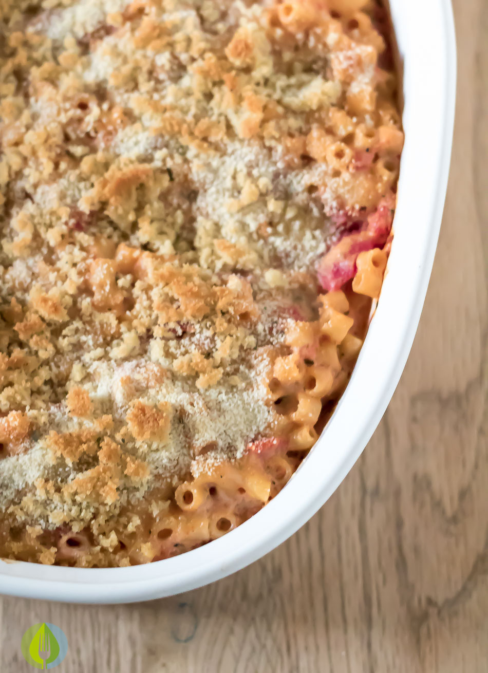 Creamy Tomato Mac and Cheese Bake winter tomatoes pesto pasta cheese cheddar baked