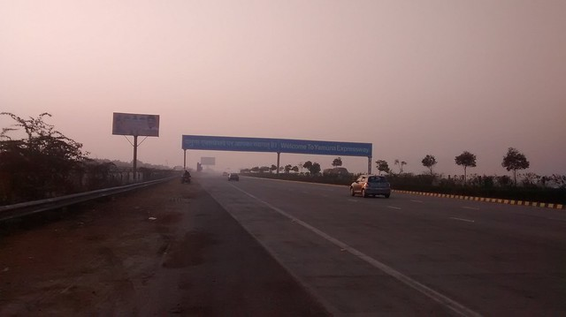 Entering the Yamuna Expressway