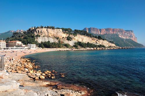cassis france provence côtedazur mer méditerranée plage sable eau falaise capcanaille château rochers rivage borddemer vacances nikon plagedelagrandemer baiedecassis baie d90 1685mmf3556 pantchoa françoisdenodrest