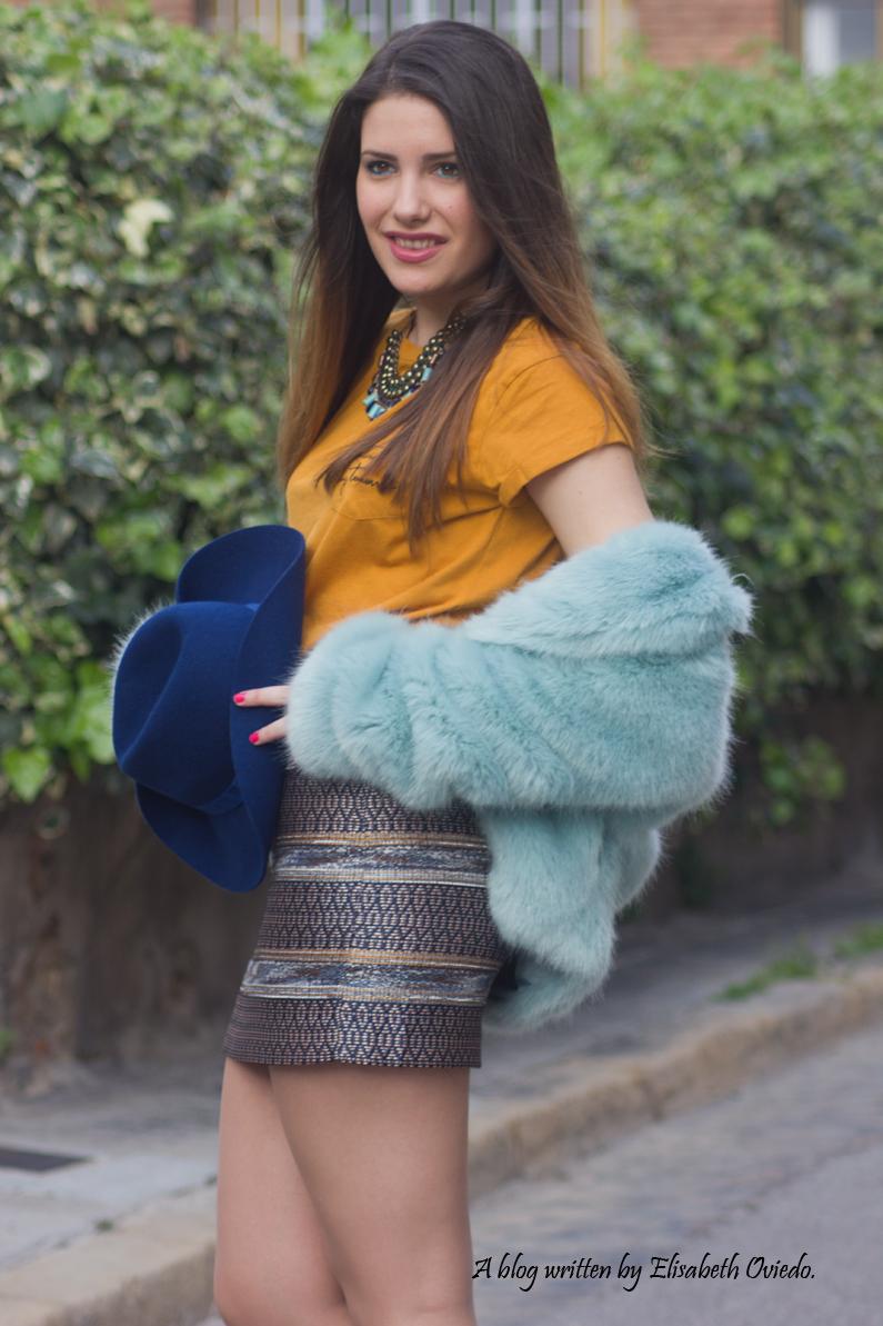 falda bordada azul MANGO HEELSANDROSES blusa mostaza botines marrones marypaz sombrero azul stradivarius (6)