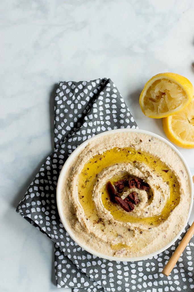 za'atar hummus // kalamatas + garlic