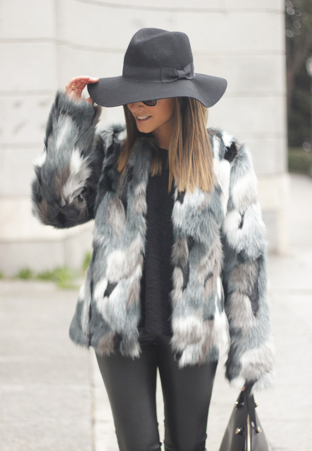 Faux fur coat leatherette pants booties black hat mango streetstyle fashion outfit21