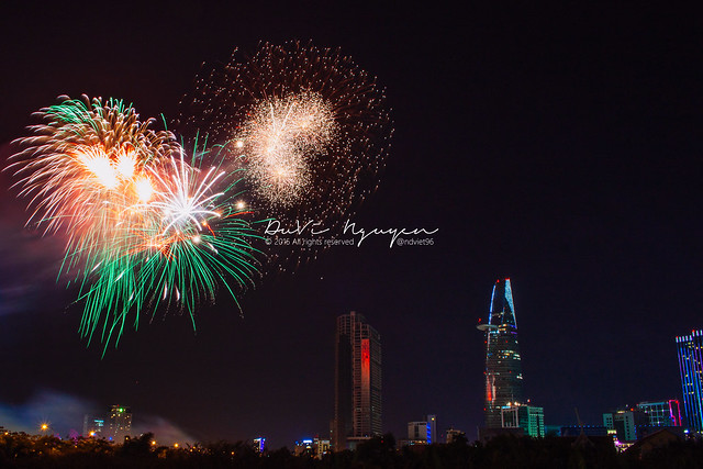 Ho Chi Minh City 's fireworks New Year 2016