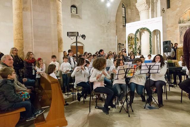 Conversano- gli alunni della carelli forlaji in concerto in catedrale (11)