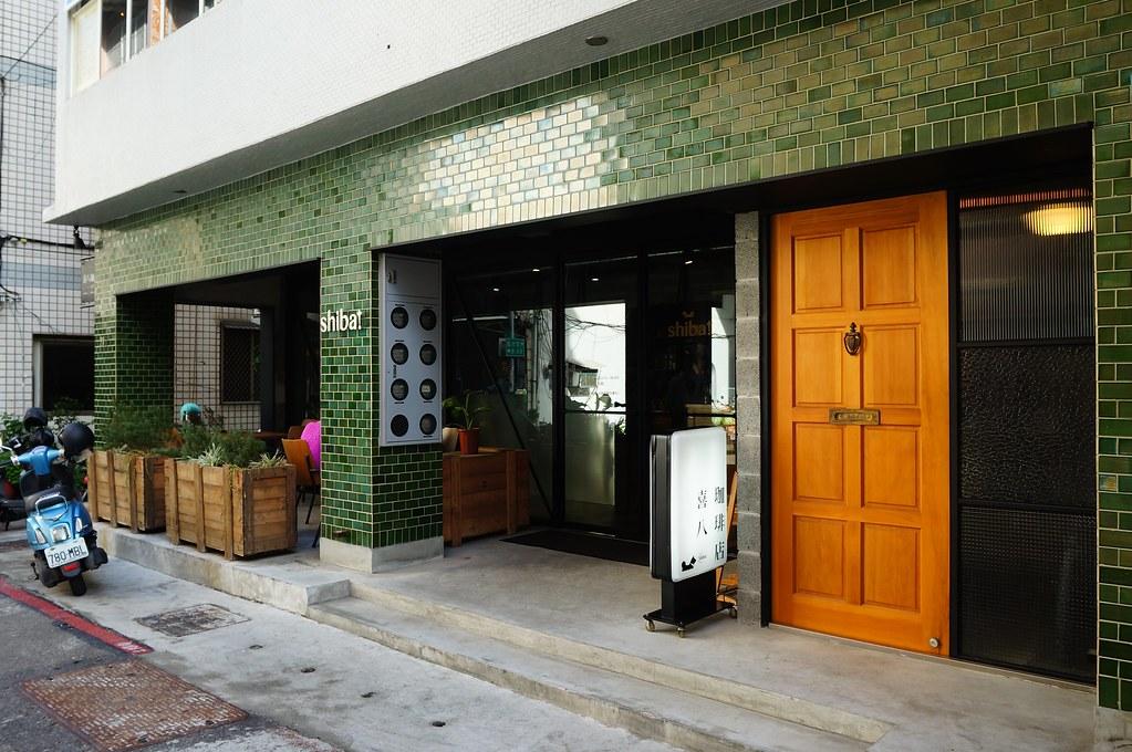 """在南台路的巷子內有一家民宅改裝的咖啡店,""""喜八咖啡店""""!"""