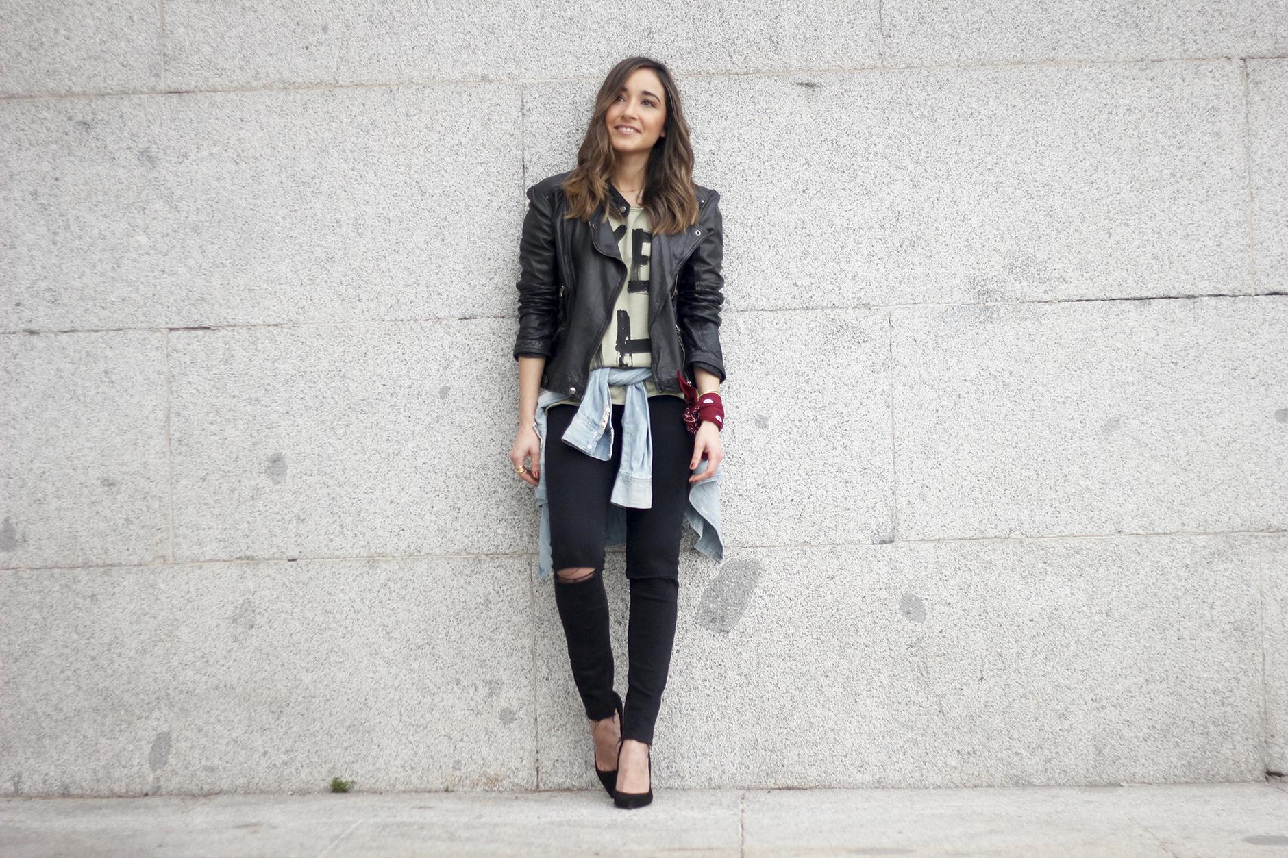 biker jacket black ripped jeans deartee tshirt heels outfit06