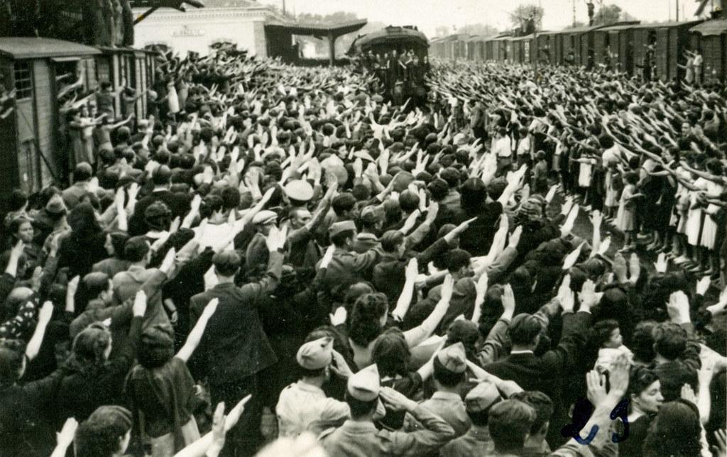Llegada a la estación de ferrocarril de Albacete de la División Azul. Foto Giner