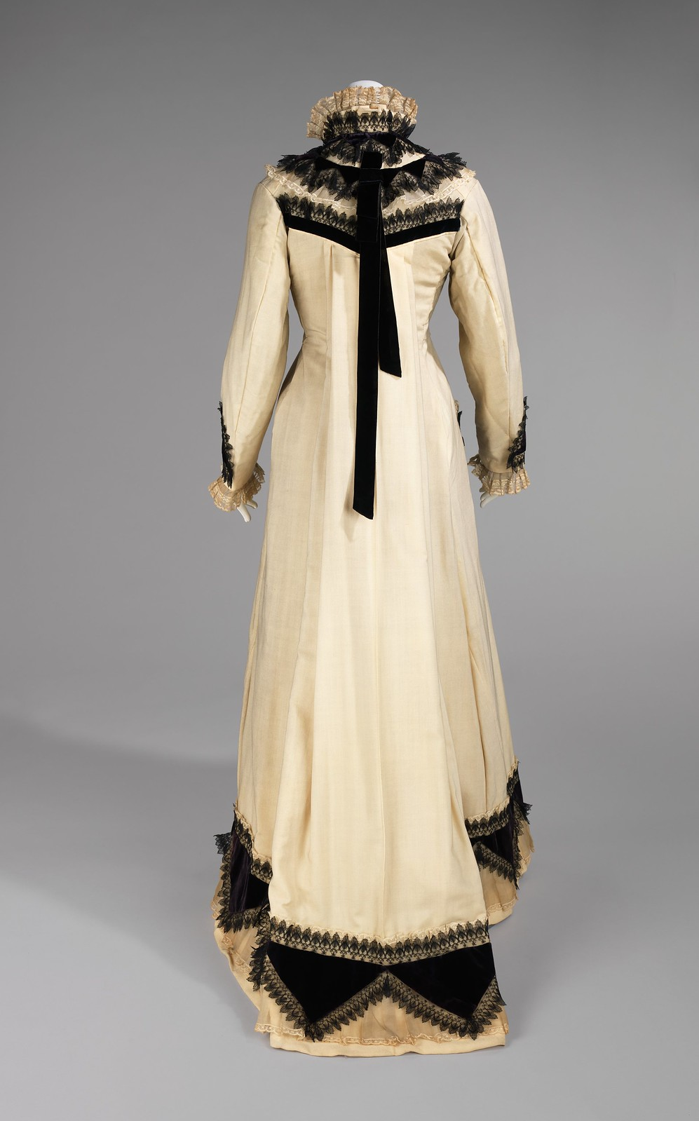 1875 Tea Gown. American. Wool, silk, cotton. metmuseum