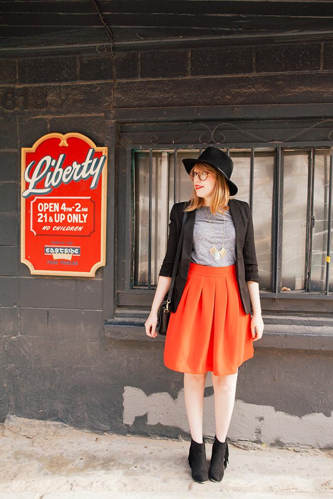red-skirt-black-hat9