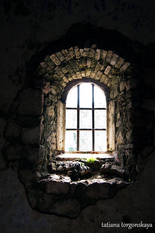 Окно в церкви