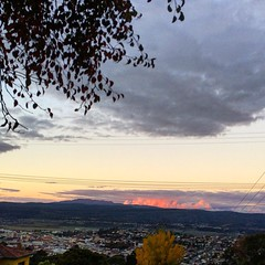 Looking across the city of Launceston as the setting sun reflects on the clouds hanging out around Mount Barrow :) #michfrost