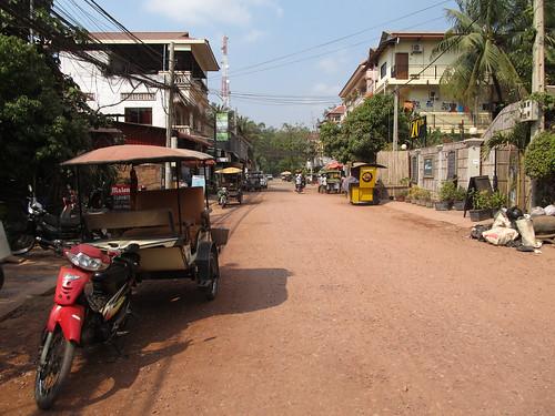 Les tuk-tuk cambodgiens: une charette tirée par une moto