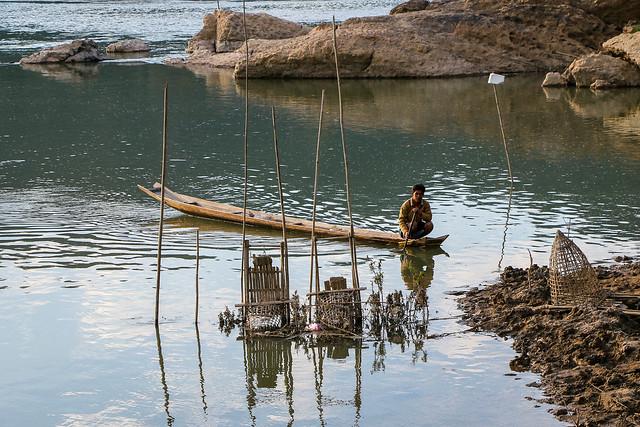 A man on the boat, Luang Prabang, laos ルアンパバーン、ボートに乗った男性