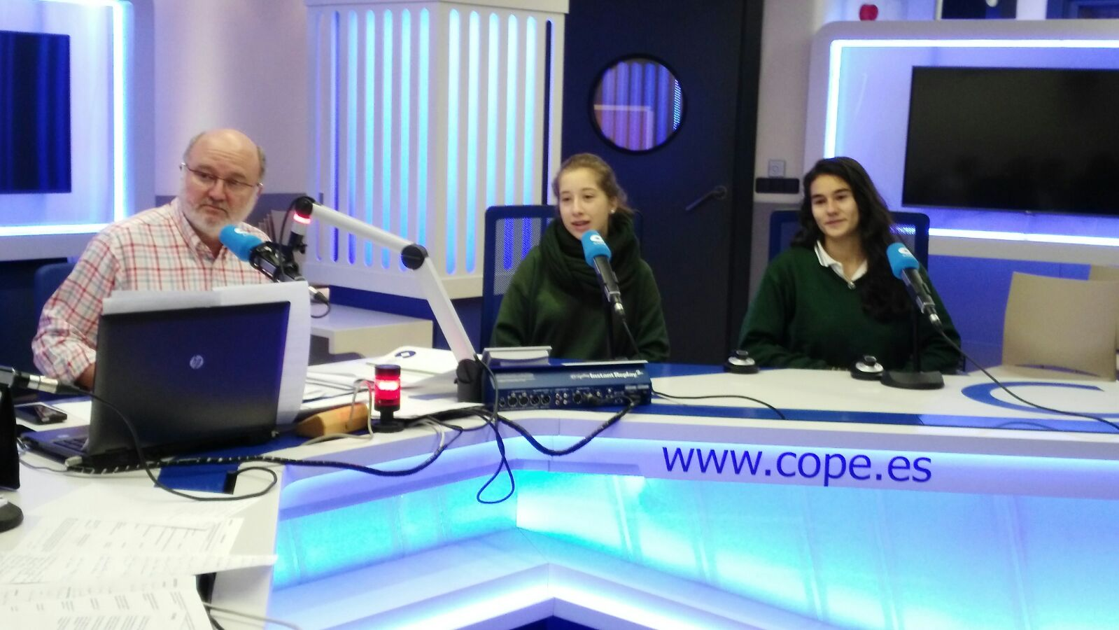 Alumnas de comunicación en Agropopular
