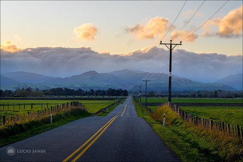 road sunset newzealand cloud mountain color green montagne landscape iso200 outdoor vert f90 wellington fujifilm powerline nuage couleur lightroom 56mm 84mm xt1 parkvale lucasjanin ¹⁄₂₄₀sec xf56mmf12r lightroom6