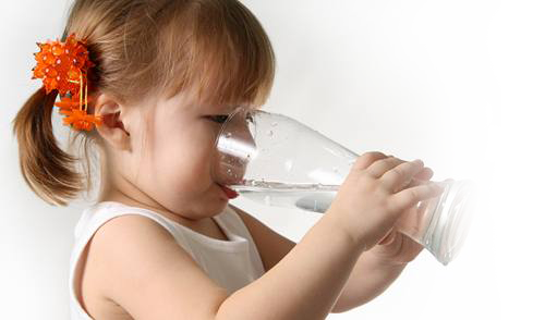 Nắng nóng gây nguy hiểm tới tính mạng trẻ như thế nào 2