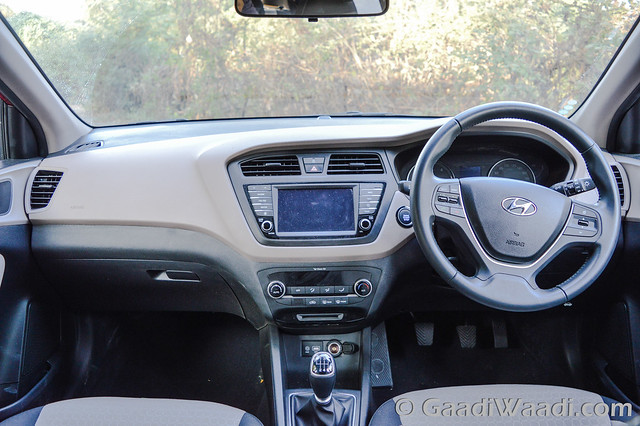 2016 hyundai elite i20 avn review road test gaadiwaadi for I20 asta o interior
