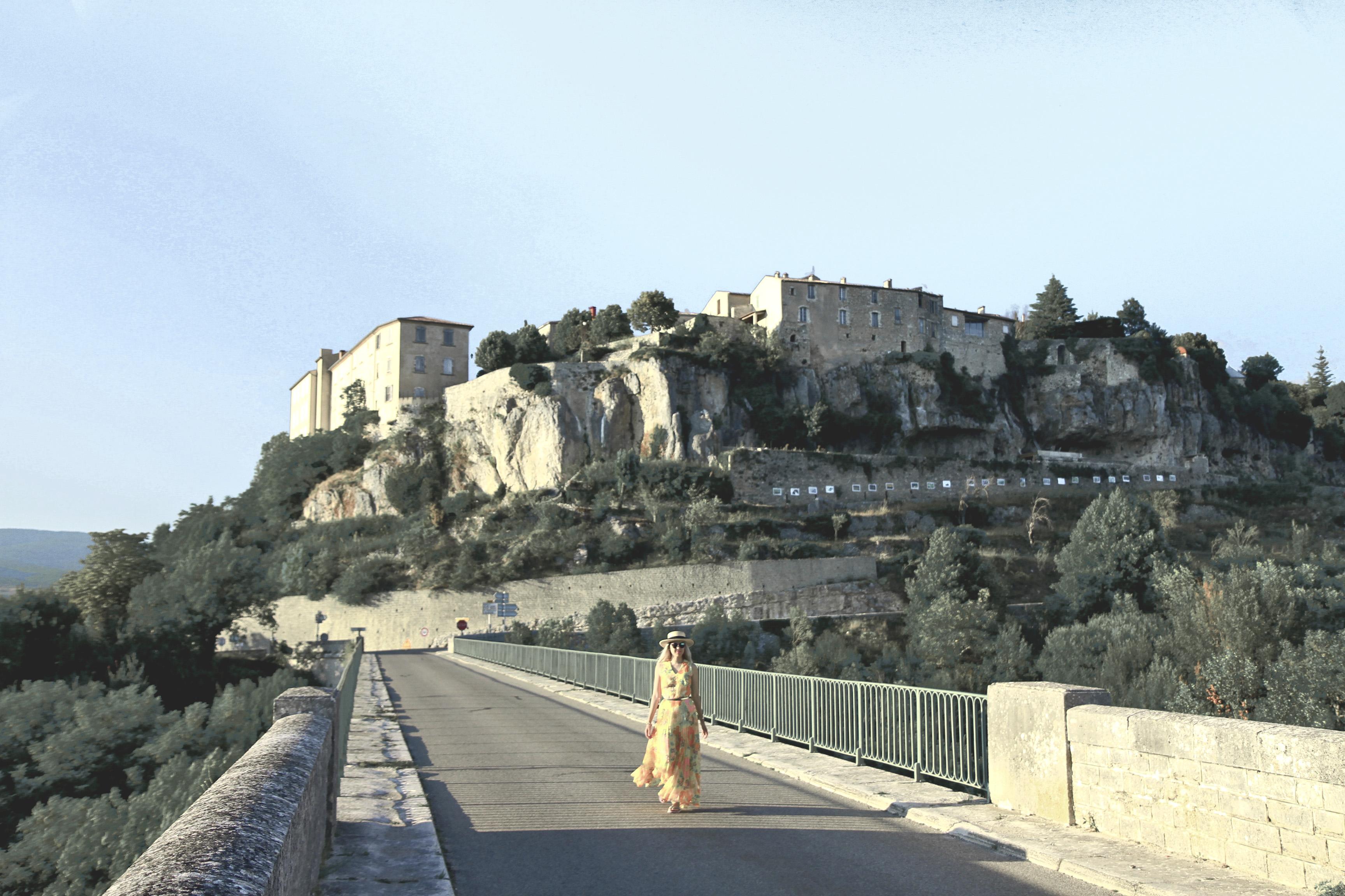 walk_sault_bridge2