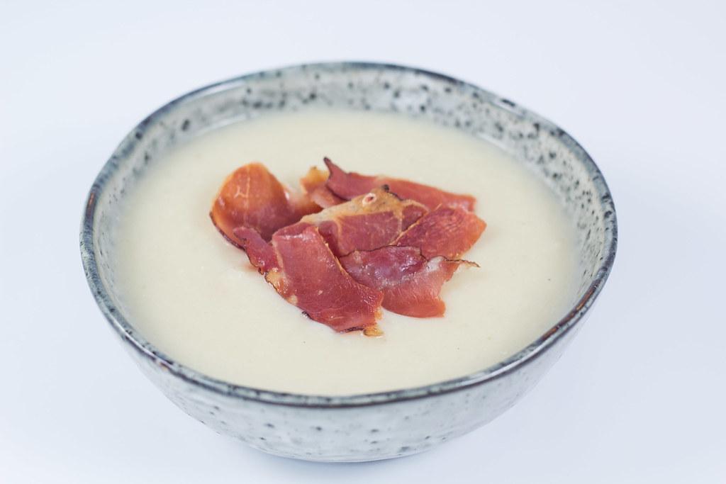 Suppe med blomkål, hvidkål og kartofler