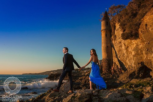 A little beach romance to start off the week... #engagement #engagementideas #engagementphotography #engagementphotos #engagementphotographer #beachengagement #lagunabeach #socalbride #socalweddings #southerncalifornia #shesaidyes #isaidyes #ido #weregett